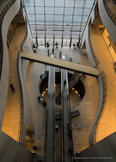 Black Diamond, Kongelige Bibliotek, Copenaghen 2015 - Nikon D810, 16mm (16-85mm ƒ3.5-5.6) 1/50 ƒ/10 ISO 3200