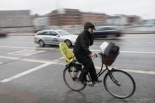 Ciclista a Copenaghen, 2015 - Nikon D810, 16mm (16-85mm ƒ/3.5-5.6) 1/30sec ƒ/13 ISO 400