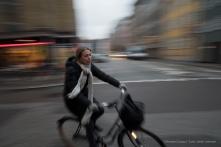 Ciclista a Copenaghen, 2015 - Nikon D810, 16mm (16-85mm ƒ/3.5-5.6) 1/15sec ƒ/6.3 ISO 400