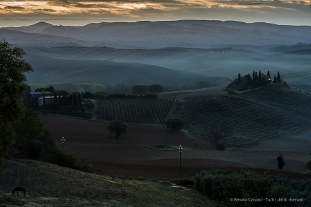 Val d'Orcia, an old estate at dawn. Nikon D750, 400 mm (80-400.0 mm ƒ/4.5-5.6) 1,6 sec ƒ/9 ISO 100