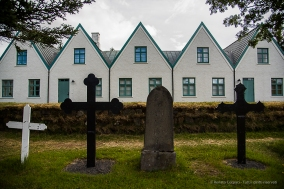 In 1939, a round shaped honorary cemetery was consecrated behind the church. Only two poets rest here: Jónas Hallgrímsson and Einar Benediktsson. Nikon D810, 24 mm (24-120.0 mm ƒ/4) 1/320 sec ƒ/4.5 ISO 64