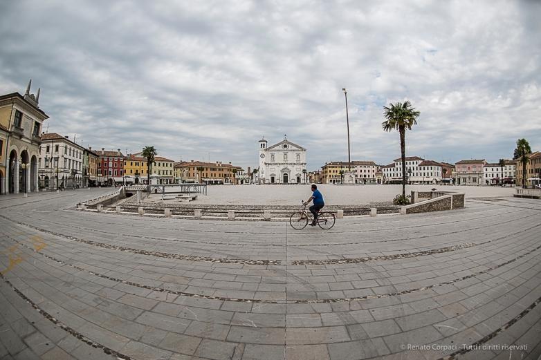 Palmanova, Piazza Grande. Nikon D810, 16 mm (16.0 mm ƒ/2.8) 1/250 sec ƒ/4.5 ISO 64