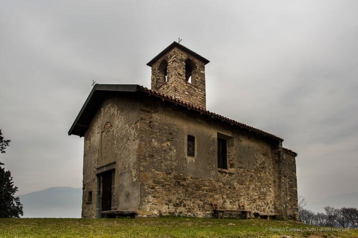Garbagnate Monastero, Chiesa di S. Martino. Nikon 810, 24 mm (24.0 mm ƒ/1.4) 1/50 sec ƒ/8 ISO 64