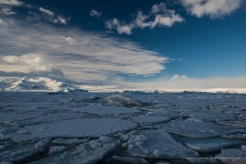The cracked ice surface covers the southernmost part of the Jökulsárlón, with the Breiðamerkurjökull in the distance on the right-hand side. D810 24 mm (24.0 mm ƒ/1.4) 1/60 ƒ/11 ISO 64