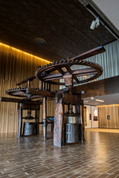 """The wine press exposed in the museum area. Nikon D810, 24 mm (24.0 mm ƒ/1.4) 1,3"""" ƒ/8 ISO 64"""