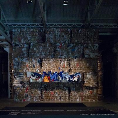 """Josep Llinás Carmona, """"Casa Mañach"""". Interpretazione dell'insegna del negozio di ferramenta di calle Ferran 57, nel centro di Barcellona, costruito nel 1911 e distrutto durante la Guerra Civile. Canon G1 X 1/200"""" ƒ/2.8 ISO 6400"""