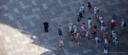 "A group of tourists in Piazza dei Signori. Verona, August 2016. Nikon D750 400 mm (80-400.0 mm ƒ/4.5-5.6) 1/1000"" ƒ/6.3 ISO 640"