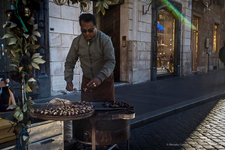 Roast chestnut vendor in Piazza di Spagna. Nikon D810, 35 mm (35.0 mm ƒ/2) 1/160 ƒ/8 ISO 64