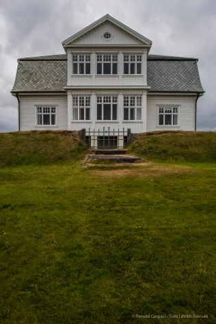 Höfði House, location for the 1986 Reykjavík Summit meeting of presidents Ronald Reagan of the United States and Mikhail Gorbachev of the Union of Soviet Socialist Republics, a fundamental step to the end of the Cold War. August 2015. Nikon D810, 24.0 mm (24.0mm ƒ/1.4) 1/160 sec ƒ/8.0 ISO 64